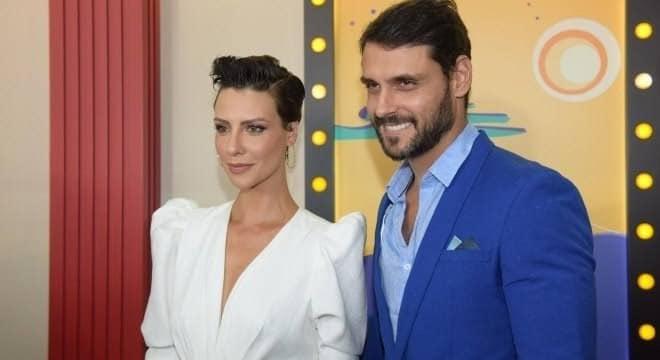 Camila Rodrigues e Felipe Cunha são os protagonistas de Topíssima (foto: Divulgação/Record)