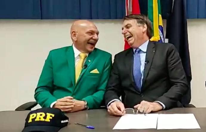 Luciano Hang, o véio da Havan, posa ao lado de Jair Bolsonaro (foto: Reprodução)