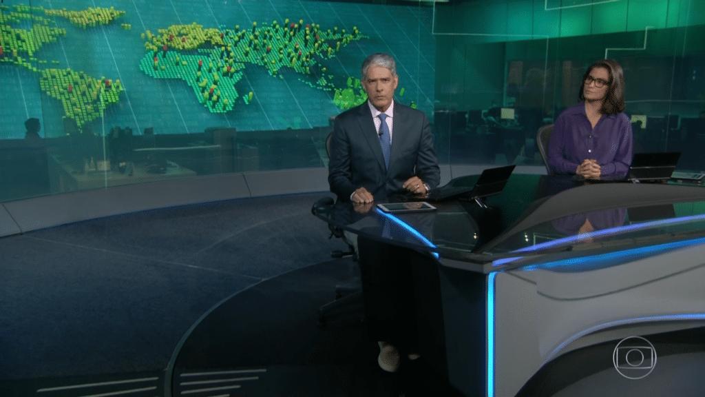 Bonner apresentado o Jornal Nacional de calça jeans e sapatênis (foto: Reprodução/Globo)