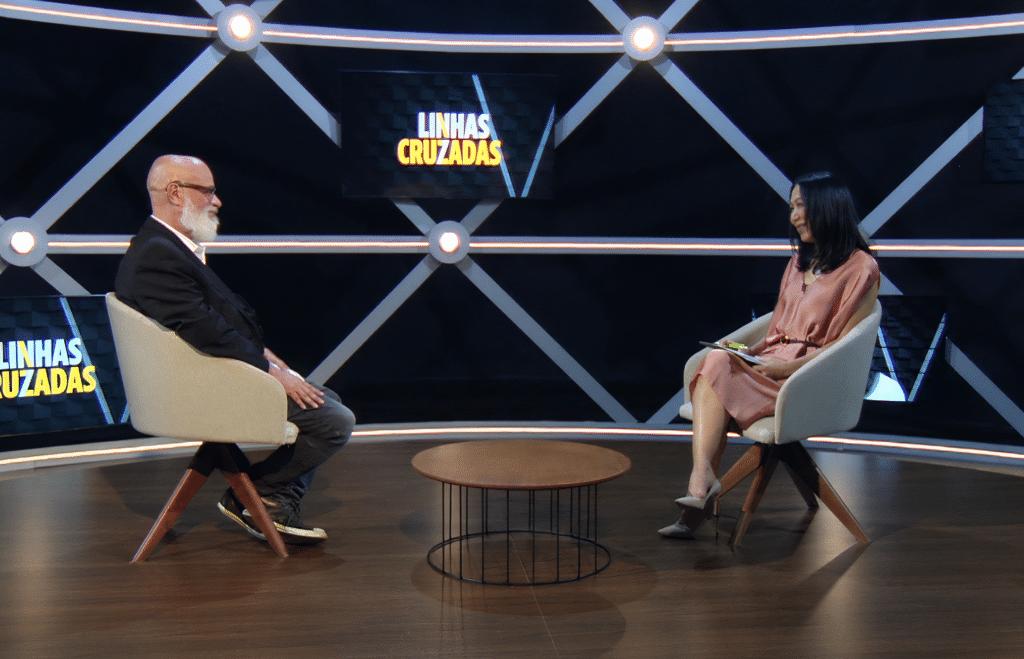 Luiz Felipe Pondé e Thaís Oyama apresentam o novo programa Linhas Cruzadas na TV Cultura (foto: TV Cultura/Divulgação)