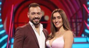 André e Zena posam no estúdio do Big Brother Portugal (foto: Divulgação/TVI)
