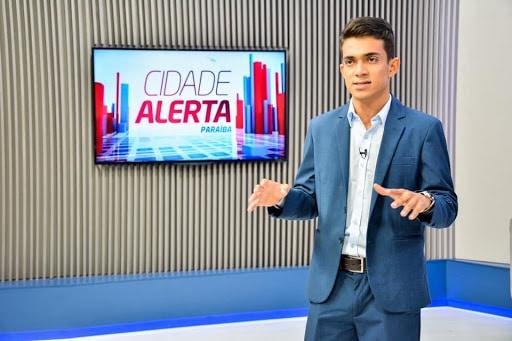 Bruno Pereira, uma espécie de Datena paraibano, voltou para a RedeTV! depois de quatro dias (foto: Divulgação/TV Correio)