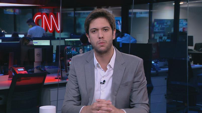 Caio Coppolla no cenário da CNN Brasil, Jovem Pan nega ter o contratado (foto: Reprodução/CNN Brasil)