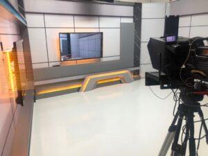 Foto do cenário de um programa jornalístico (foto: Divulgação)