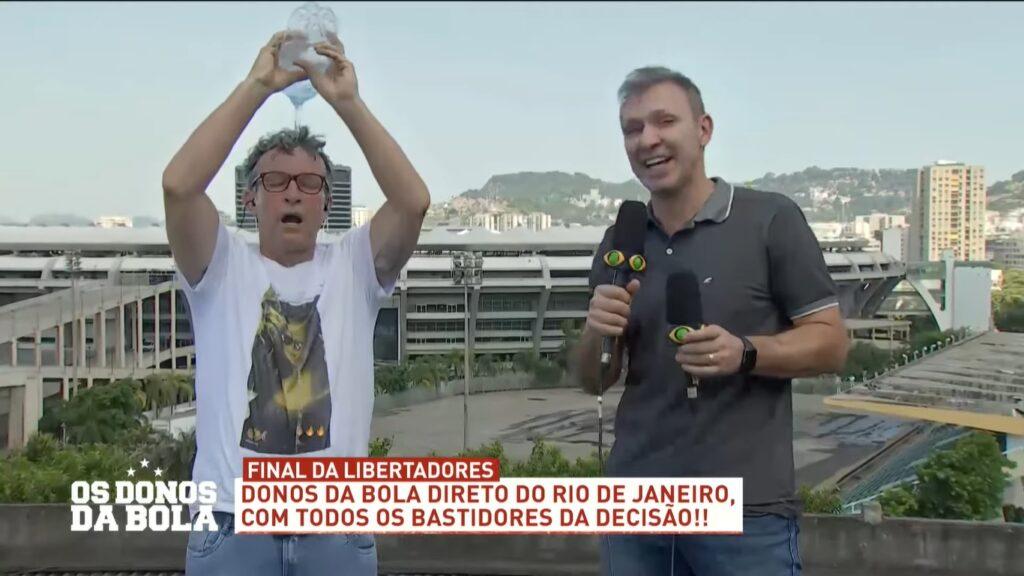 Craque Neto tomou banho ao vivo no programa Os Donos da Bola (foto: Reprodução/Band)
