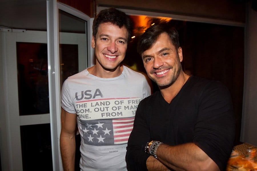 Rodrigo Faro posa ao lado do irmão, Danilo (foto: Reprodução/TV Foco)
