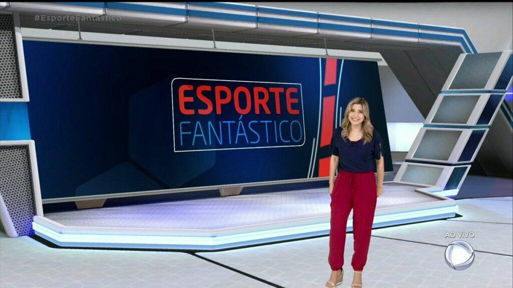Mylena Ciribelli posa no cenário do Esporte Fantástico; programa está fora do ar há 10 meses (foto: Reprodução/Record)