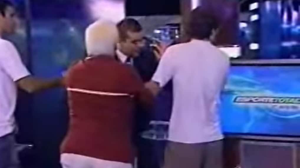 Em 2004, o Esporte Total foi palco de uma das brigas mais conhecidas da televisão brasileira (foto: Reprodução/Band)