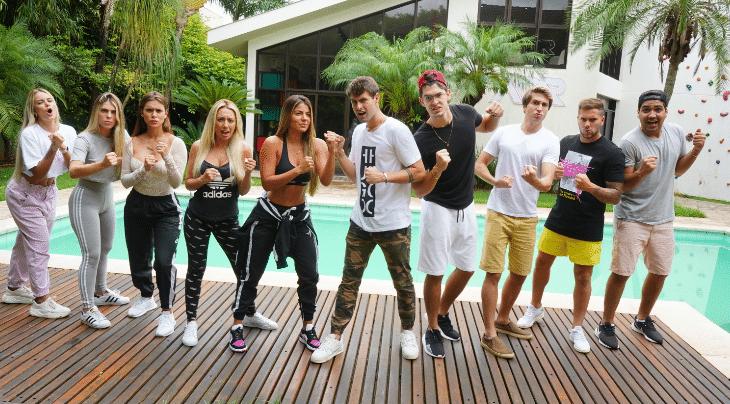 Rezende posa ao lado do elenco de Meninos Vs Meninas (foto: Divulgação/Novità Comunicação)