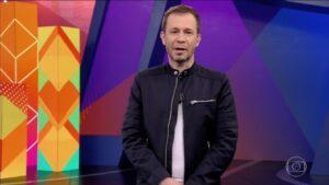 Tiago Leifert durante o episódio de estreia do BBB21 (foto: Reprodução/TV Globo)