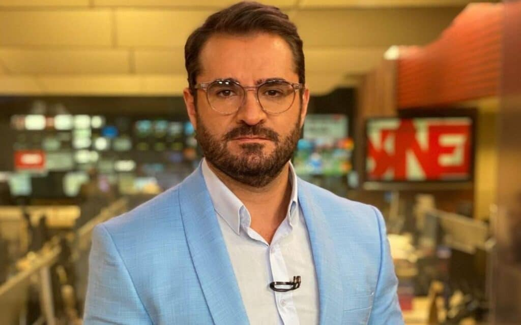 Marcelo Cosme é o âncora do Em Pauta: GloboNews superou emissoras abertas no ranking de audiências de janeiro (foto: Reprodução/Instagram)