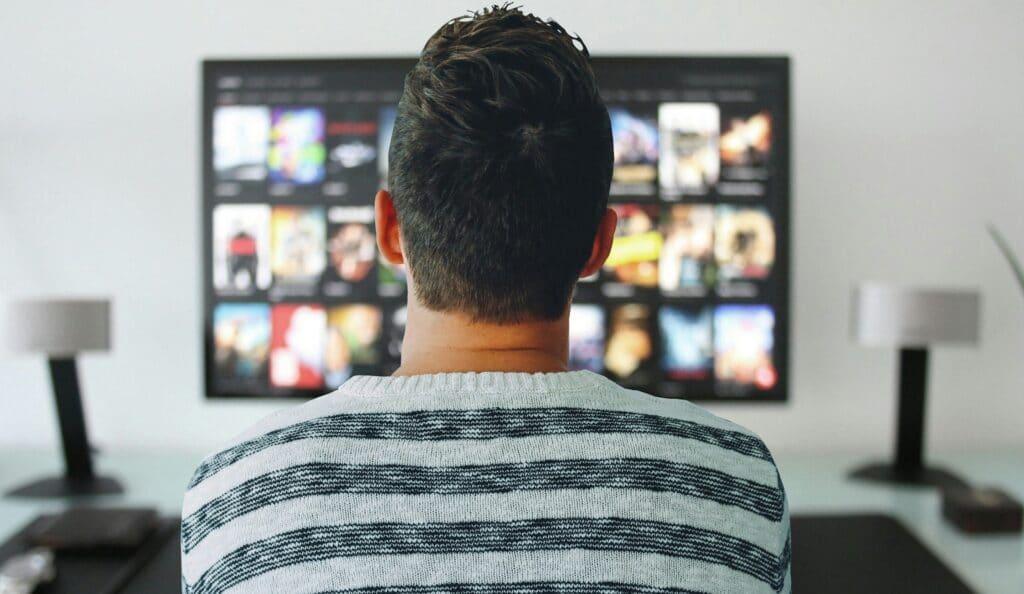 Emissoras vivem dilema: contratação em regime PJ ou CLT? (foto: Reprodução/Tecnoblog)
