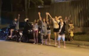 Populares foram para a porta da Globo pedir a expulsão de Karol Conká do BBB21 (foto: Reprodução/Instagram)