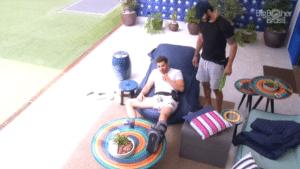 Caio quer saber por que o pênis dele é tão pequeno em repouso (foto: Reprodução/Globo)