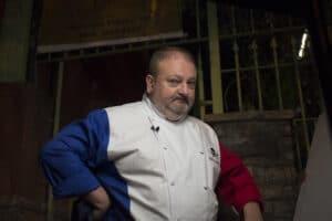 Em Pesadelo na Cozinha, proprietário não guardou capital de giro e está vendendo o almoço para comprar a janta (foto: Carlos Reinis/Band)