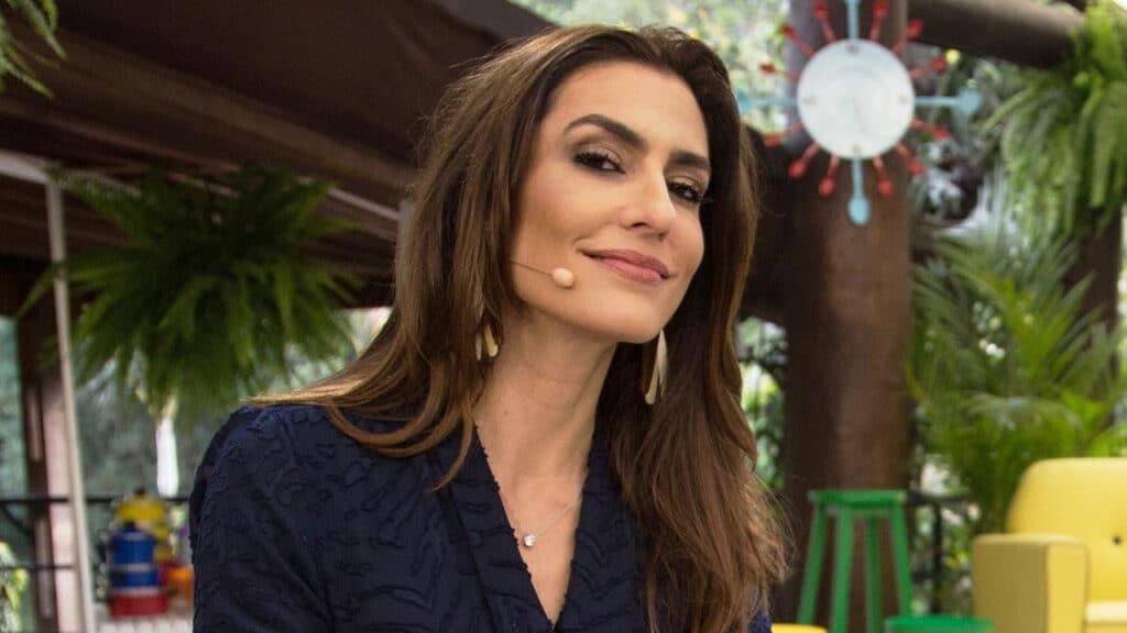 Ticiana Villas Boas ficou chateada por ter perdido programa no SBT (foto: Reprodução)