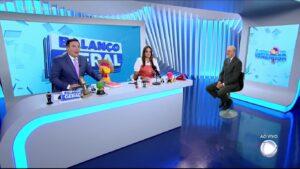 Reinaldo Gottino, Fabíola Reipert e Renato Lombardi são os apresentadores de A Hora da Venenosa (foto: Reprodução/Record)