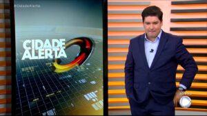 Bruno Peruka apresentou o Cidade Alerta do dia 12; programa foi vice-líder de audiência (foto: Reprodução/Record)