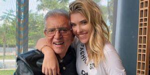 Carlos Alberto de Nóbrega posa com sua filha, a influenciadora Mafe (foto: Reprodução/Redes Sociais)
