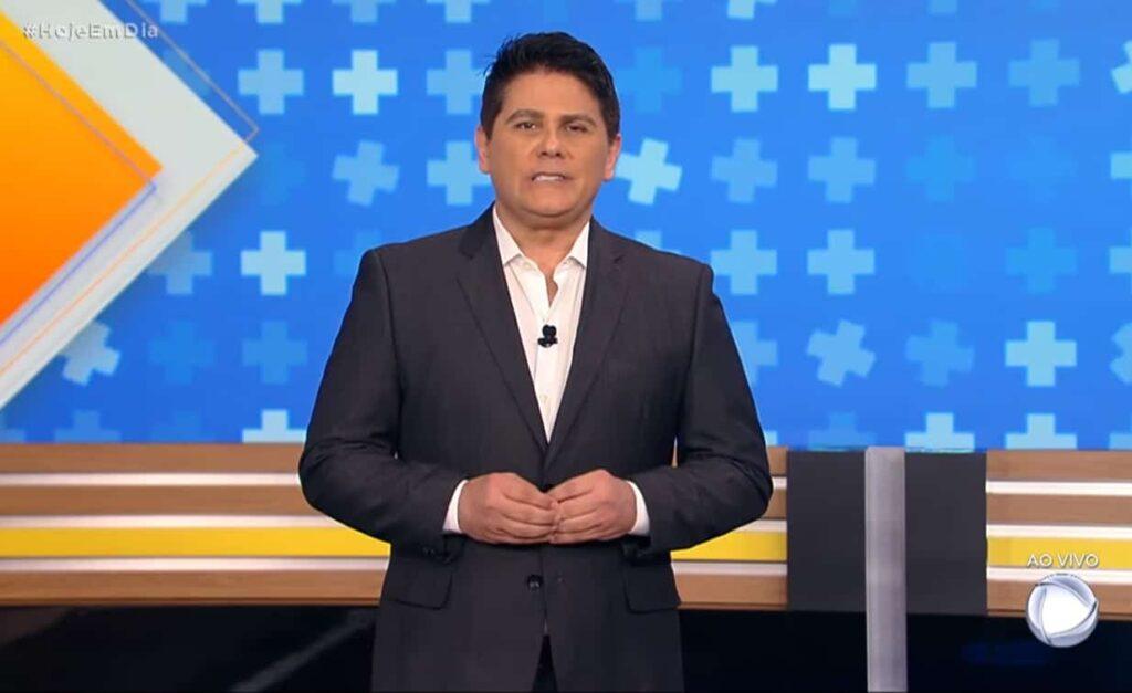 César Filho foi afastado da apresentação do Hoje em Dia (foto: Reprodução/Record)