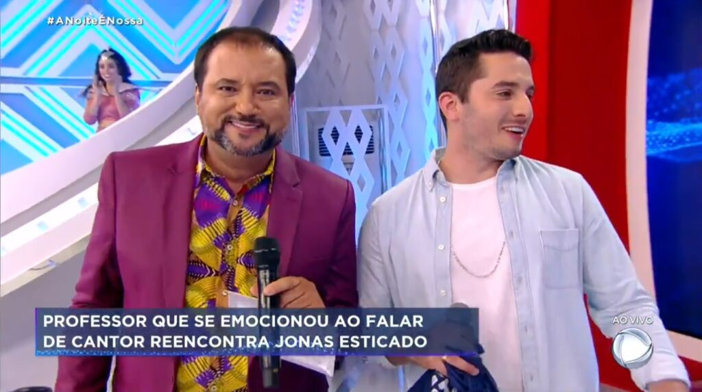 Geraldo Luís recebeu o cantor Jonas Esticado em A Noite é Nossa (foto: Reprodução/Record)