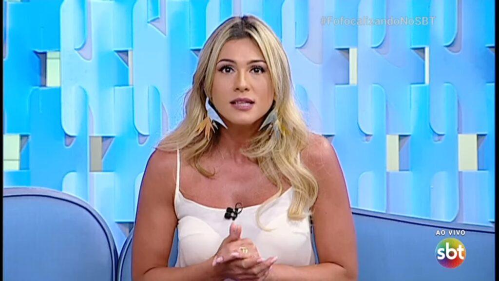 Lívia Andrade chamou a atenção nas redes sociais com conselho inusitado para seguidora (foto: Reprodução/SBT)