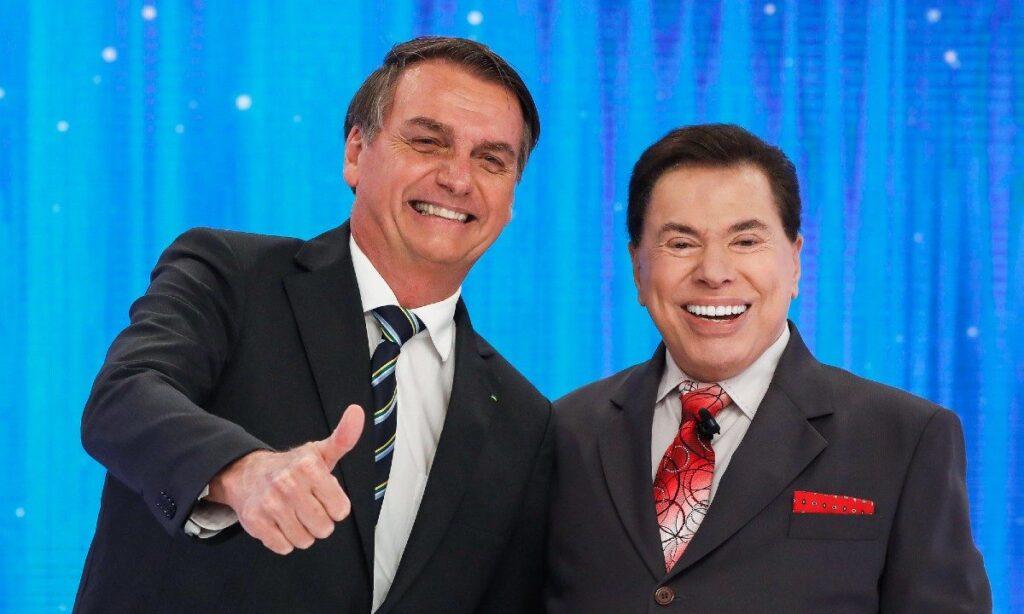 Silvio Santos posa ao lado de Jair Bolsonaro: gravação do Poder em Foco virou caso de saúde pública (foto: Divulgação/SBT)