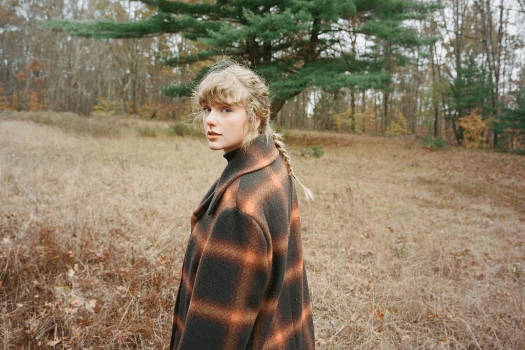 Taylor Swift vive em pé de guerra com a sua antiga gravadora (foto: Divulgação)