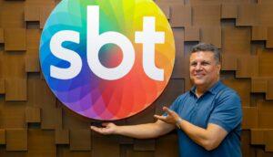 Téo José é o principal narrador do SBT e foi contratado após a emissora investir na compra de eventos esportivos (foto: Divulgação/SBT)