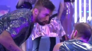 Arthur diz que é dotado na festa do BBB21 (foto: Reprodução/Globo)