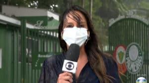 Fabíola Andrade toma banho de chuva ao vivo na Globo (foto: Reprodução/Globo)