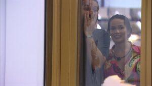 Gilberto e Juliette tentam ver Rodolffo pelado (foto: Reprodução/Globo)
