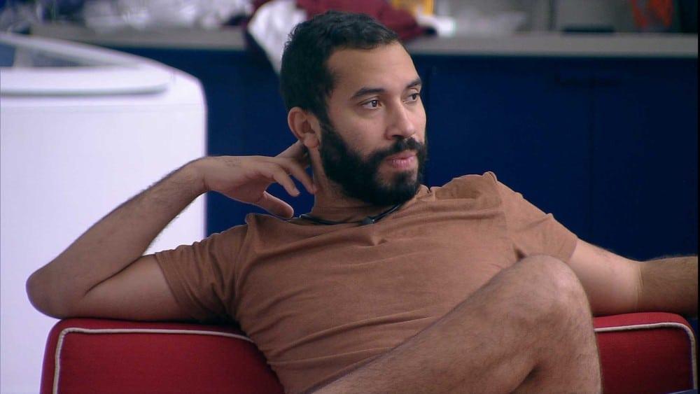Gil confessa desejar o corpo nu de Rodolffo (foto: Reprodução/Globo)