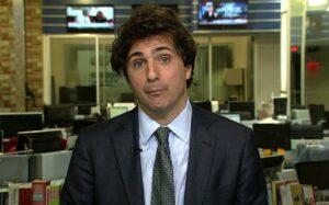 Guga Chacra penteou o cabelo e surpreendeu os assinantes da GloboNews (foto: Reprodução)