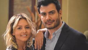 Em Império de Mentiras, Angelique Boyer interpreta Elisa e Andrés Palacios dá vida a Leonardo Velasco (foto: Divulgação/Televisa)