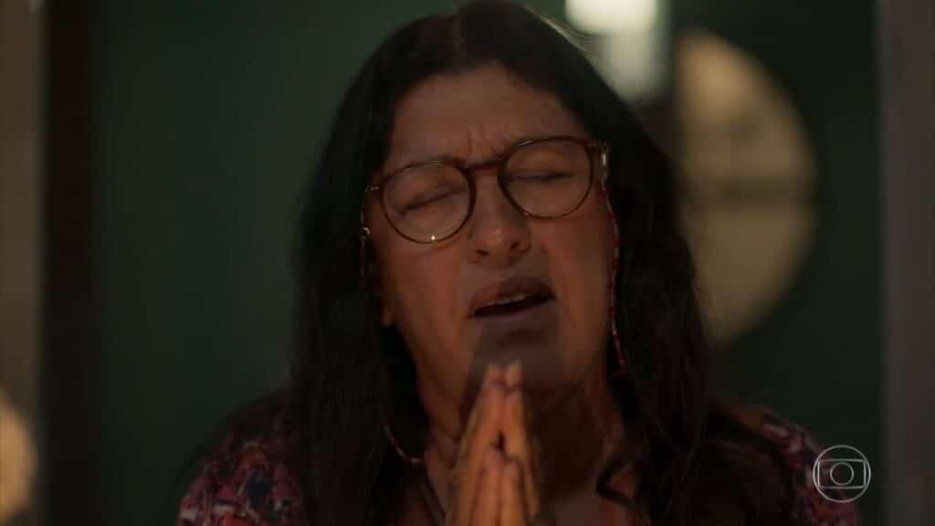 Regina Casé interpreta Lurdes em Amor de Mãe: novela não chamou a atenção do público (foto: Reprodução/TV Globo)