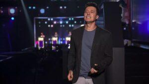 Rodrigo Faro apresentará a próxima temporada do Canta Comigo, que será exibida primeiro na Netflix (foto: Reprodução/Record)