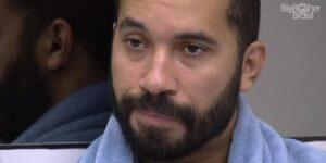 Gil do Vigor perdeu o vigor e teve que ser ajudado por seguidores (foto: Reprodução/TV Globo)