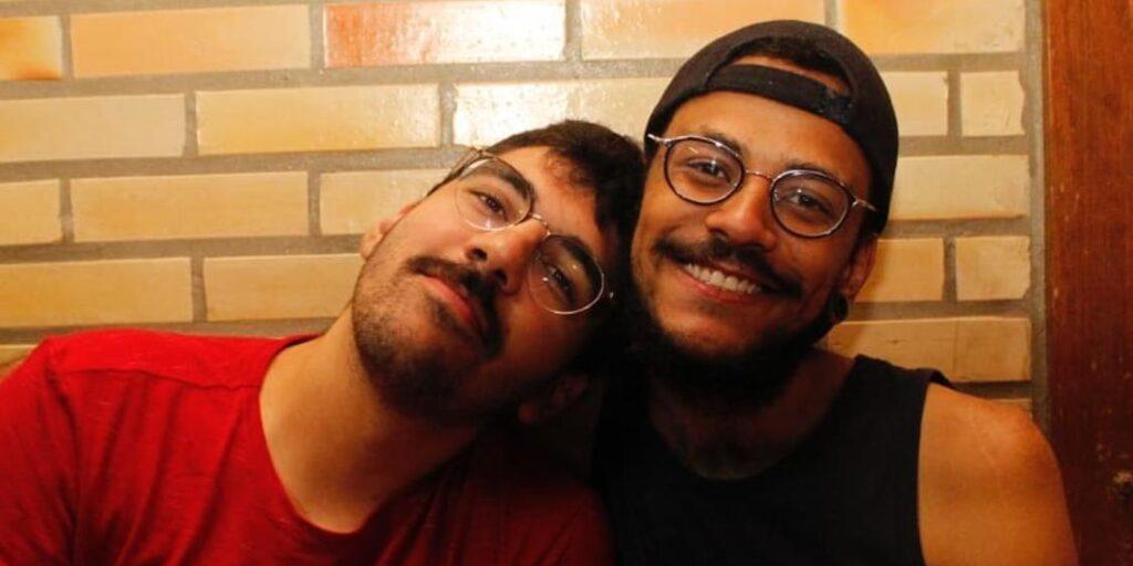 João Luiz, participante do BBB, posa ao lado de Igor Moreira, seu namorado (foto: Reprodução/Redes Sociais)