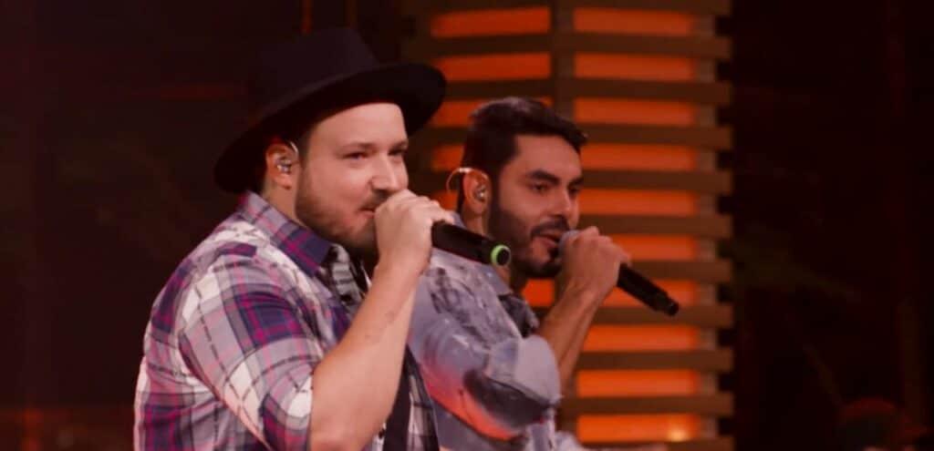 Israel & Rodolffo no clipe de Batom de Cereja, primeiro hit da dupla no Spotify (foto: Reprodução)