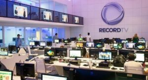 Ator de Gênesis afirmou que a Record não testa a equipe para Covid-19; jornalismo do Rio de Janeiro vive surto da doença (foto: Divulgação/Record)