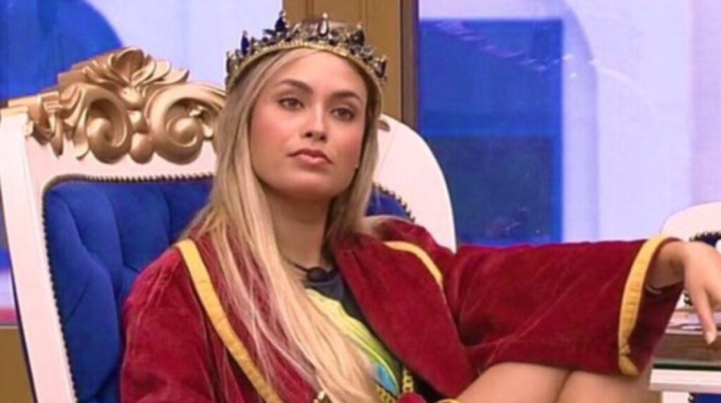 Sarah Andrade foi seguida pela mulher de Jair Bolsonaro em uma rede social (foto: Reprodução/TV Globo)