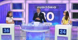 Silvio Santos posa ao lado de Larissa Manoela e Maisa Silva na época de Carrossel: dramaturgia inédita só em 2022 (foto: Divulgação/SBT)