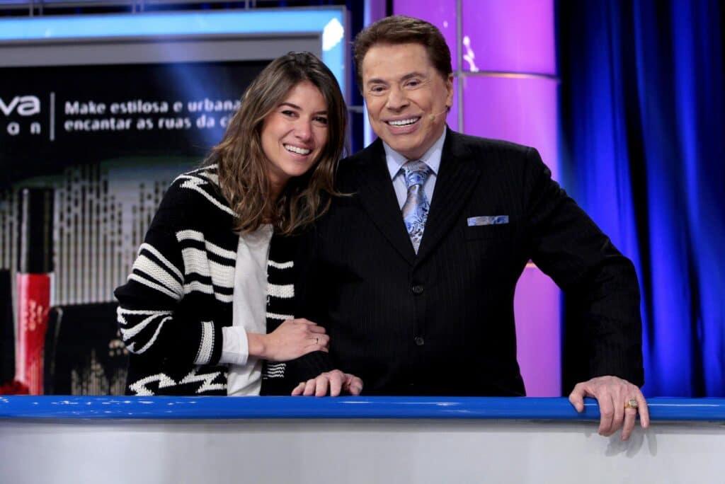 Silvio Santos posa ao lado de Rebeca Abravanel no estúdio do Roda a Roda: pai e filha já apresentaram o programa (foto: Divulgação/SBT)