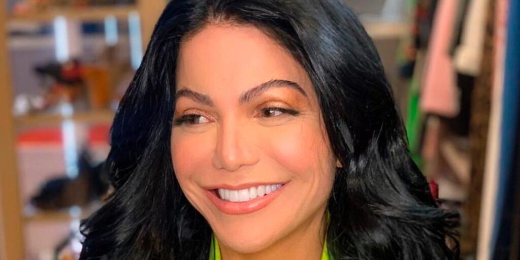 Simone Poncio chocou seus seguidores ao revelar cirurgia na vagina (foto: Reprodução/Redes Sociais)