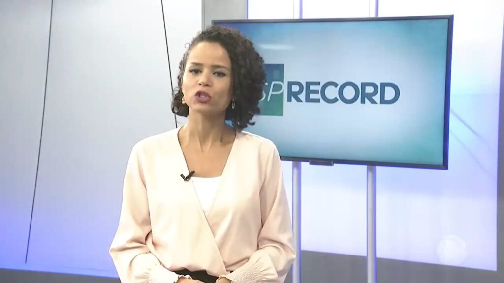 Thaísa Barcellos apresentava o SP Record em Bauru: emissora acabou com o telejornal e demitiu equipe (foto: Reprodução/Record)
