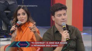 Vera Viel e Rodrigo Faro em participação no antigo Programa da Sabrina: mulher do apresentador foi demitida por telefone (foto: Reprodução/Record)