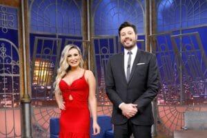 Andressa Urach e Danilo Gentili no The Noite (foto: SBT/Lourival Ribeiro)
