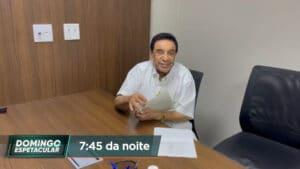 Agnaldo Timóteo no momento em que assina o testamento (foto: Divulgação/Record)