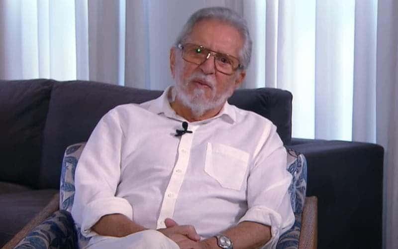 Carlos Alberto de Nóbrega toma segunda dose da vacina contra covid-19 (foto: Reprodução)